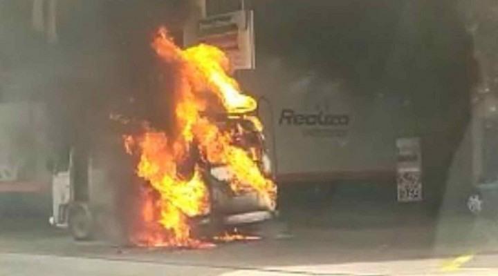 Kombi pega fogo em um posto de combustível de Sorocaba