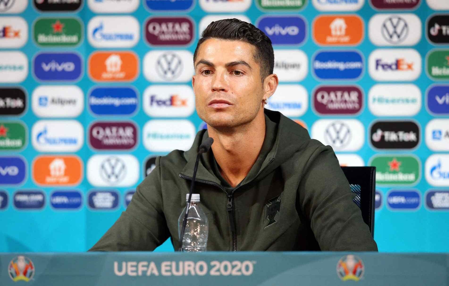 Cristiano Ronaldo em coletiva de imprensa.