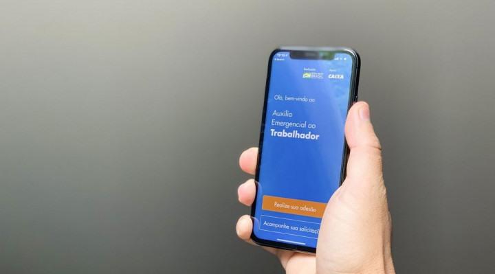 O auxílio será depositado nas poupança digitais e pode ser movimentado pelo aplicativo Caixa Tem